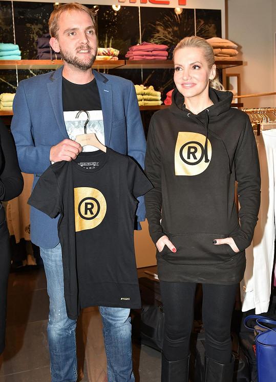 Libor podpořil charitativní kolekci Dary Rolins.