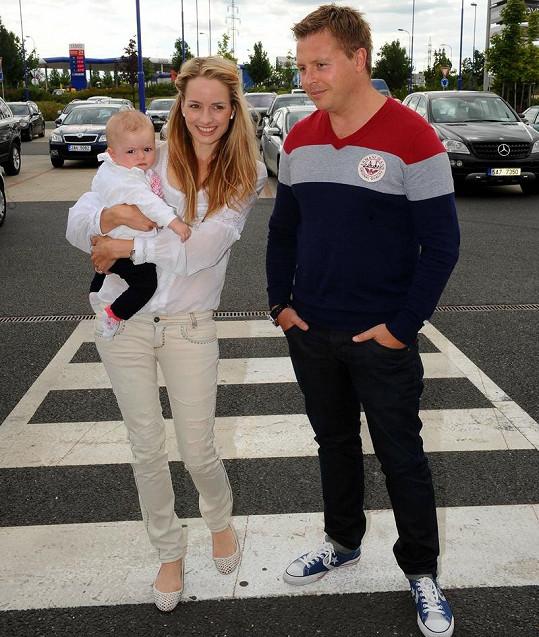 Markéta Divišová s dcerkou Natálkou a manželem Tomášem.