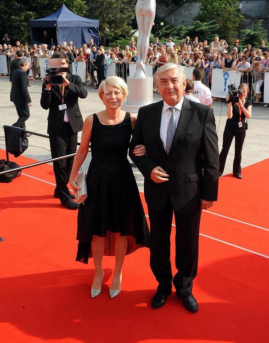 Miroslav Donutil se svou ženou.