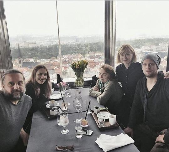Rodina Prachařových na oslavě