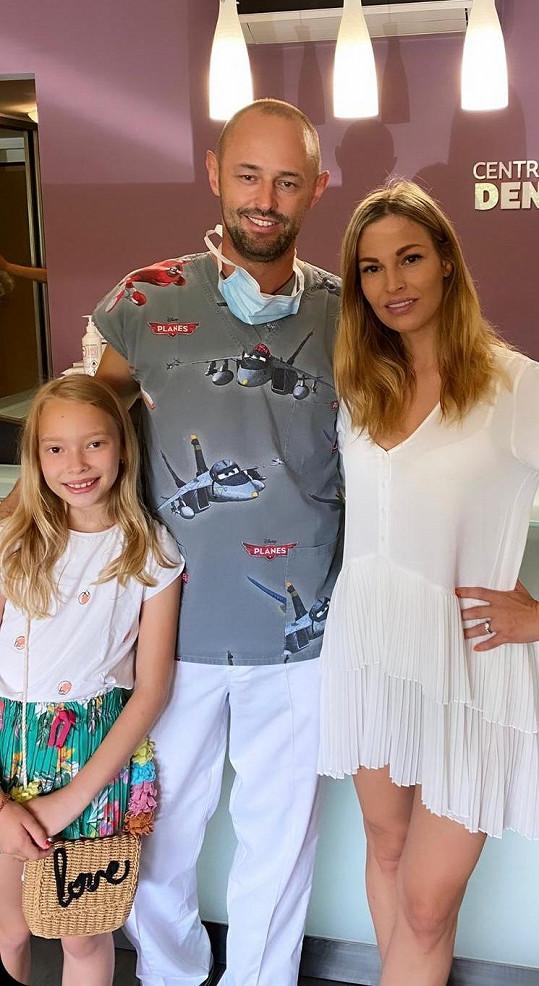 S dcerou Ráchel se nebojí chodit k zubaři.
