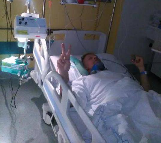 Zpěvák leží v liberecké nemocnici a zotavuje se z operace páteře.