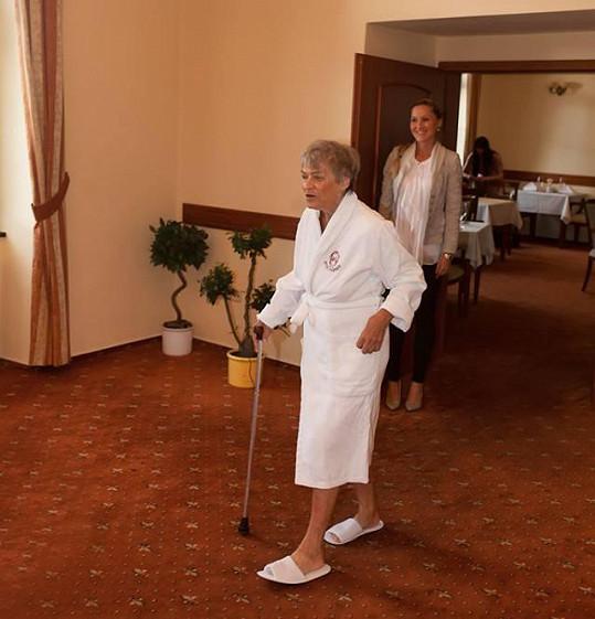 Skořepová po hotelu chodila v županu skoro z donucení.
