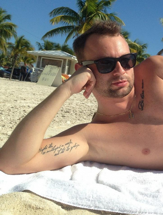 Marek ukázal tetování a vysvětlil jejich význam.