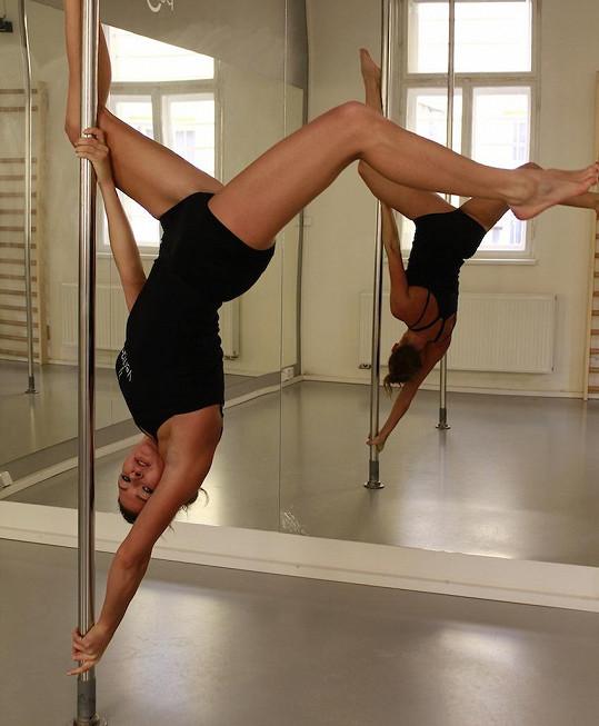 Misska přiznala, že cvičení u tyče je pořádná makačka, která ale stojí za to.