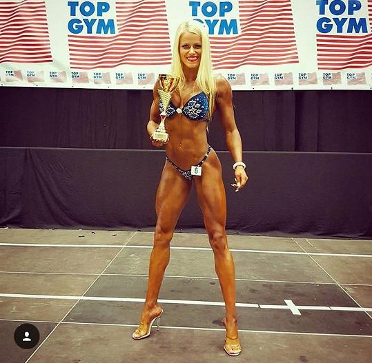 Eva Havelková soutěží v Bikini Fitness.