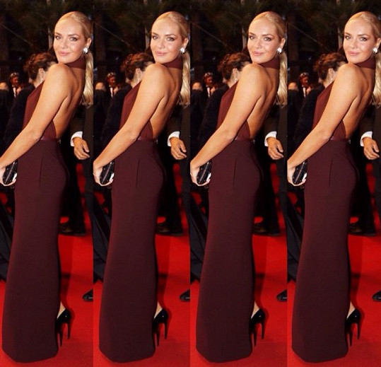 Taťána Kuchařová oblékla bordó šaty na festivalu v Cannes.