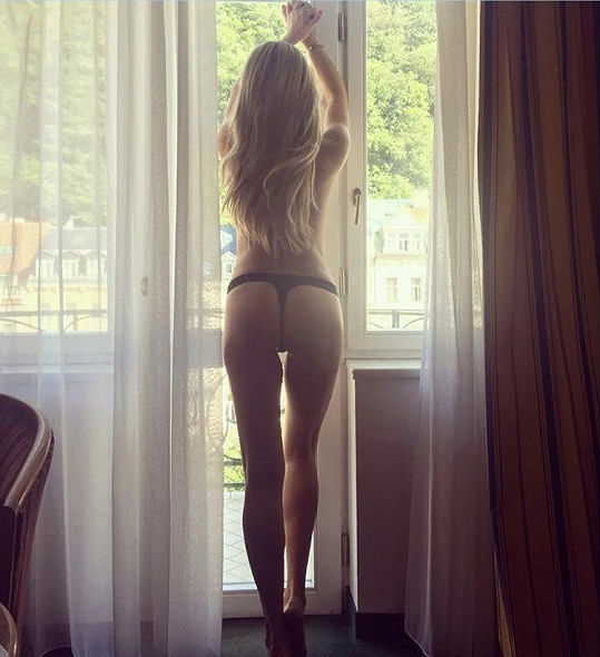Simona Krainová a její sexy zadeček