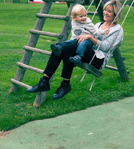 Jovanka Vojtková s dvouletým Adámkem