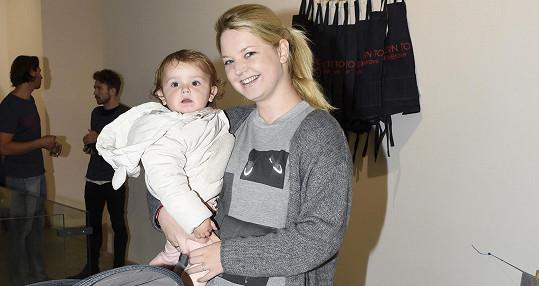 Karolína Milerová s první dcerou Emou