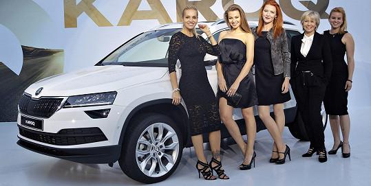 Společně s dalšími slavnými dámami byly hosty prezentace nového vozu.