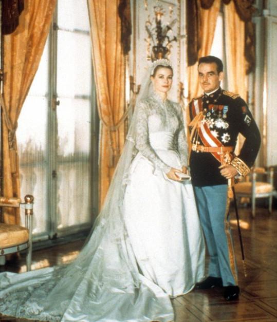 Svatební šaty Grace Kelly byly modelce hlavní inspirací. Sama na to poukázala pod svatebními fotkami.