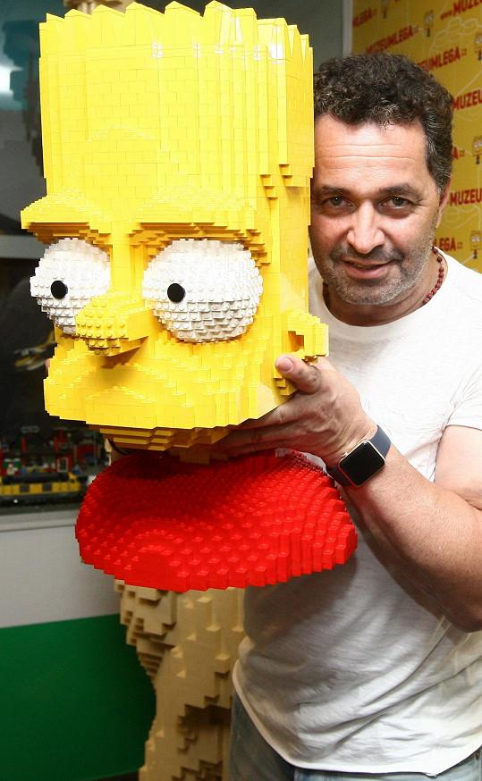 Martin žertoval, že má v podobě Barta Simpsona svoji první bustu.