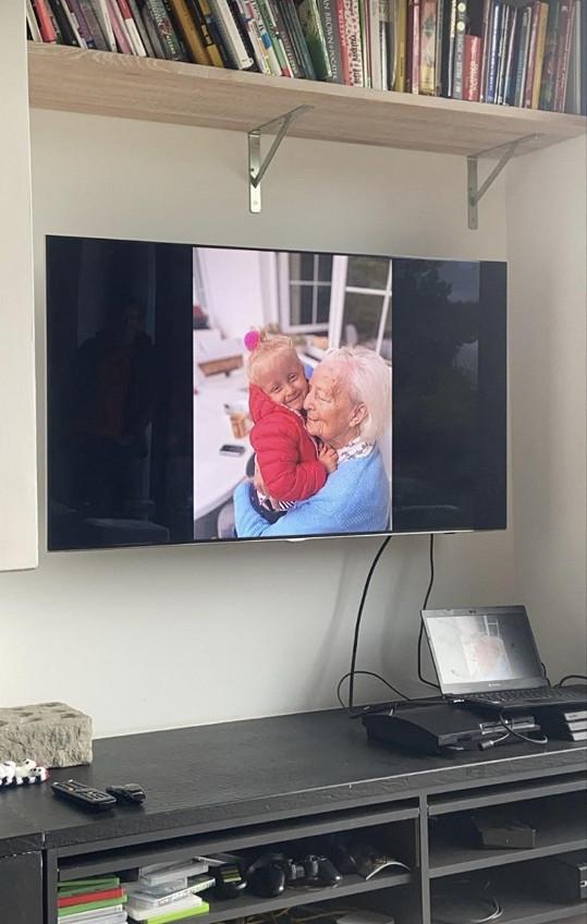 Vnuk jí sestříhal dojemné video z fotek.