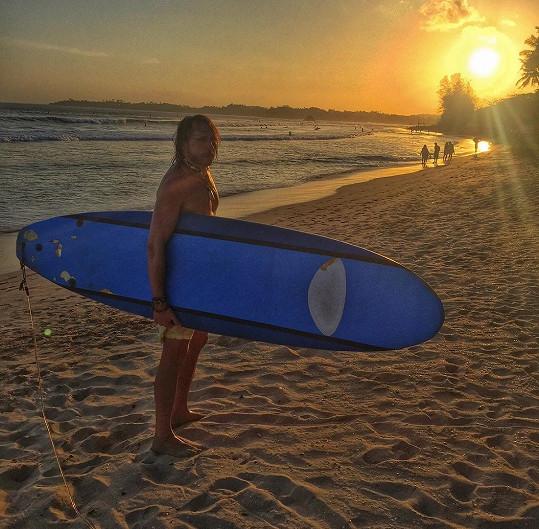 Surfování na proslulých obřích srílanských vlnách byla fakt jízda.