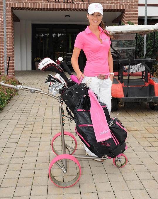 Jana se svým golfovým vybavením