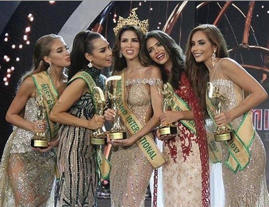 Top5 Miss Grand International (Nikola Uhlířová první zleva)