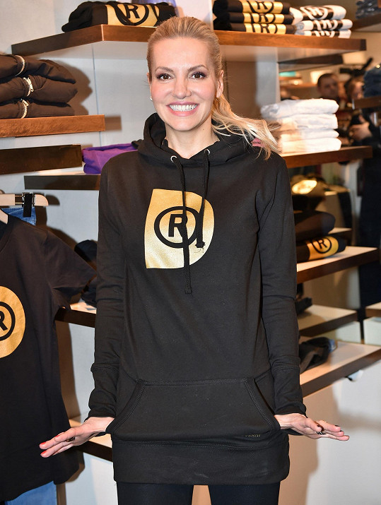 Dara má svoji první módní kolekci, jejíž výtěžek jde na charitu.
