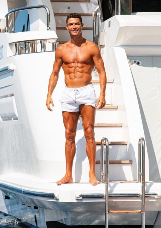 Cristiano má tělo samý sval.