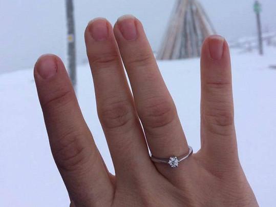 Ivana Korolová je už zasnoubenou slečnou.