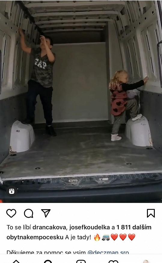 Její děti už ji prozkoumaly zevnitř.