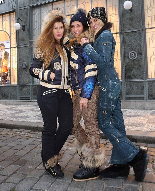 S kráskami Victorií a Katkou Průšovou předváděly zimní módu.