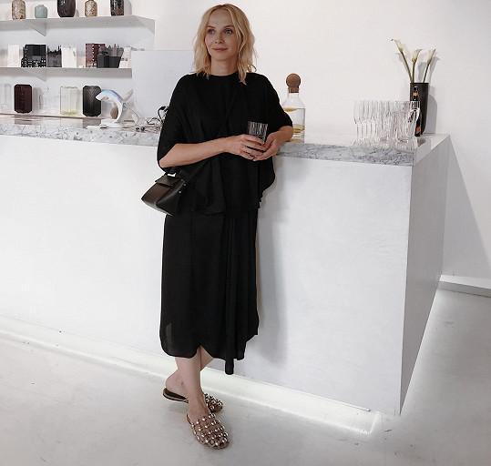 Jana Plodková na představení novinek ready-to-wear značky Ether návrhářky Evy Vontorové.