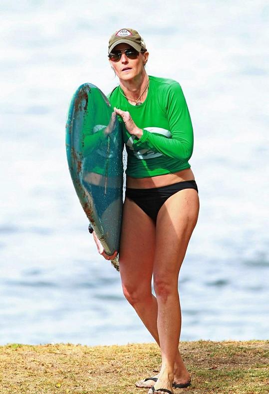 Je vidět, že Helen Hunt o své tělo dbá.