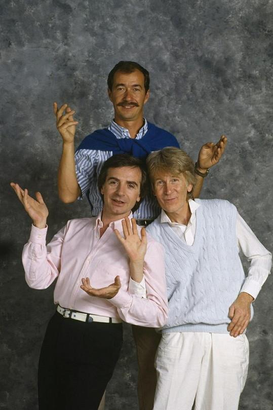 Komediální a hudební skupina Les Charlots. Gérard vlevo dole.