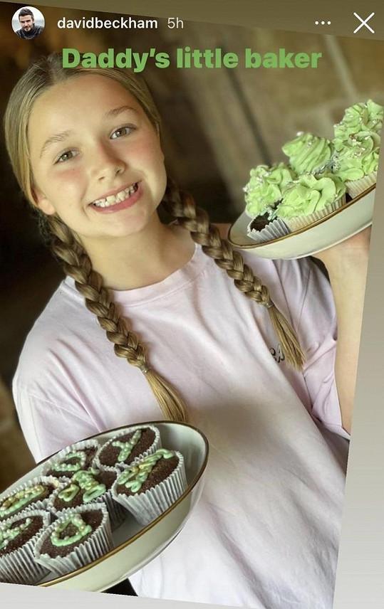 Desetiletá dcerka Victorie a Davida umí napéct i muffiny.