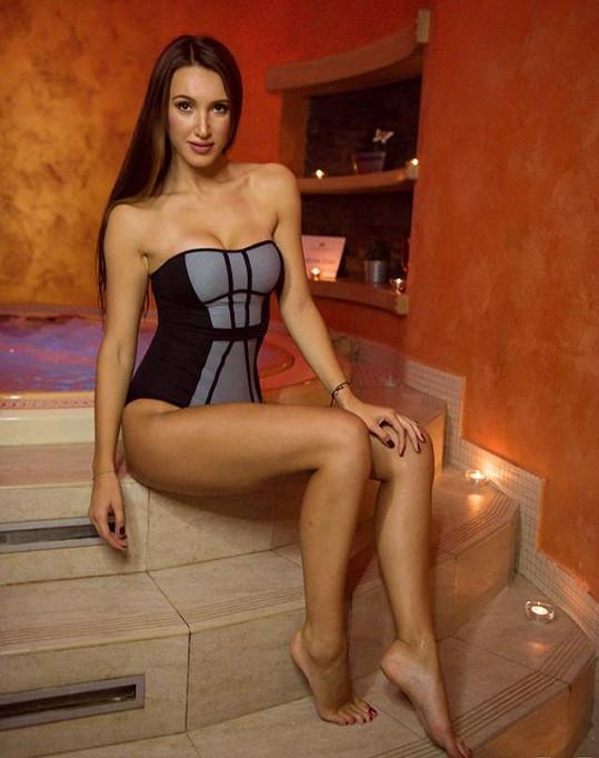 Makarenko je ředitelkou soutěže krásy.