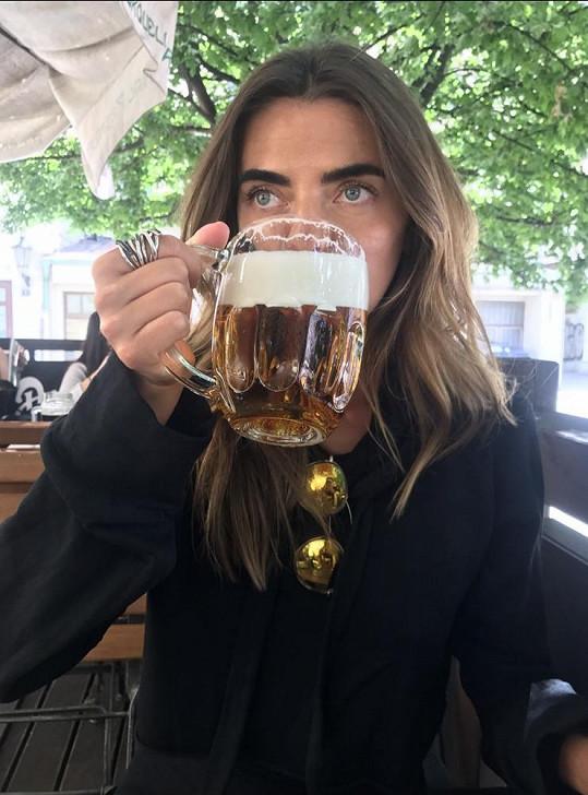 Baikova ochutnala i české pivo.
