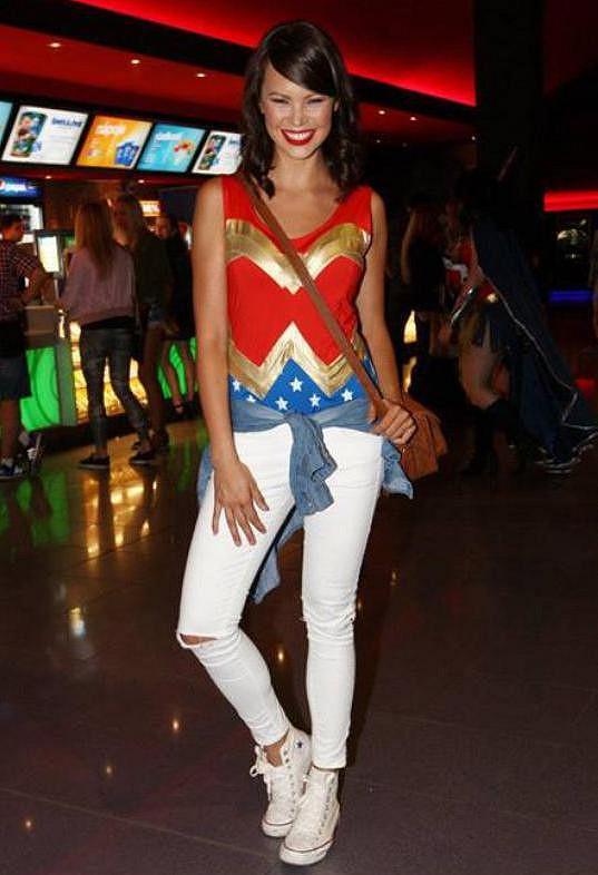 Monika Leová jako Wonder Woman.