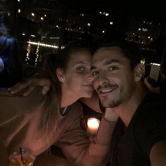Karolína s přítelem Michalem Hrdličkou na romantické večeři v Praze