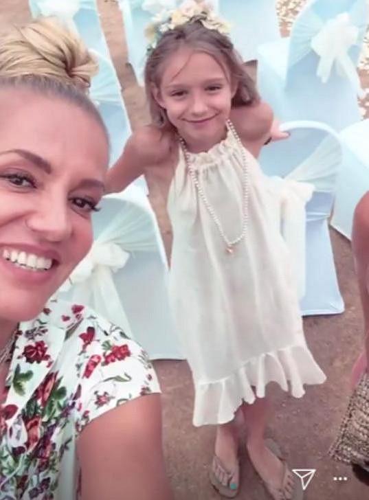 Dara Rolins s dcerou Lolou na svatbě kamarádky