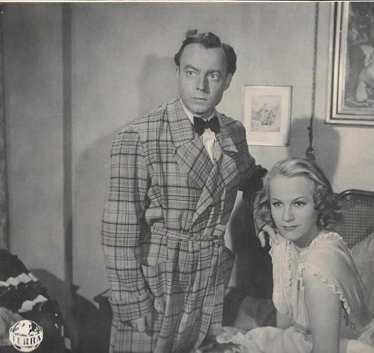 Ve filmu Svěřuji ti svou ženu (1942) se Adina ukázala i v noční košilce.