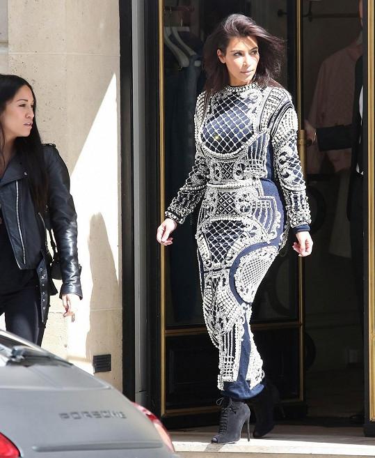 Kim Kardashian se v Paříži vyparádila.