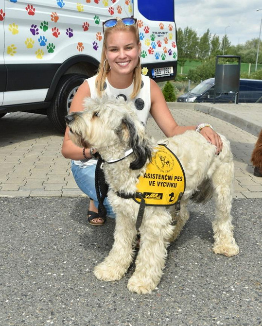 Patricie na akci na pomoc asistenčním psům