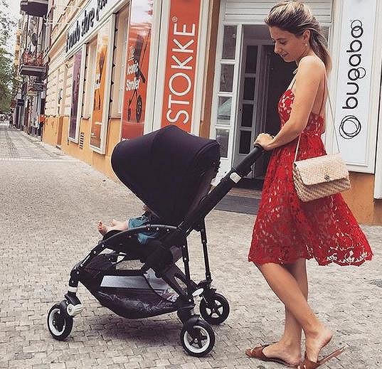 Vedle práce i Katka užívá také svoji dcerku Malvínu.