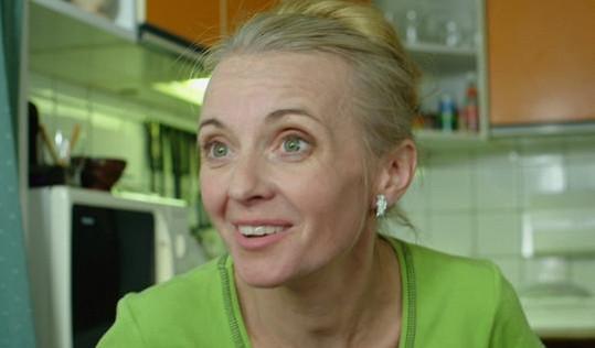 Veronika Žilková hraje ve Vysvlečeným deníku bláznivou matku.