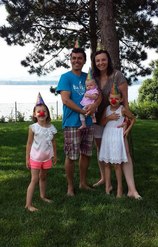 Herec má už tři dcery.