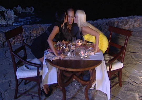 Jana, Romeo a Klaudie na trojitém rande.