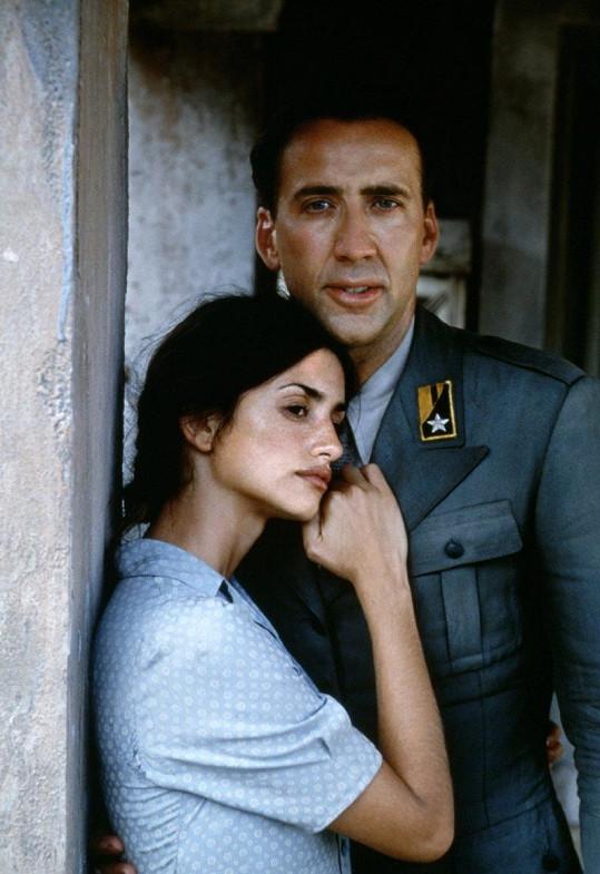 Válečné drama Mandolína kapitána Corelliho (2001) ji svedlo dohromady s Nicolasem Cagem.