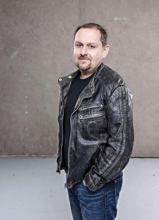 Tehdy hrál v Lucii i bubeník Tomáš Waschinger, který bubnoval i v kapele Ilony Csákové a nyní působí v kapele Všichni Svatí.