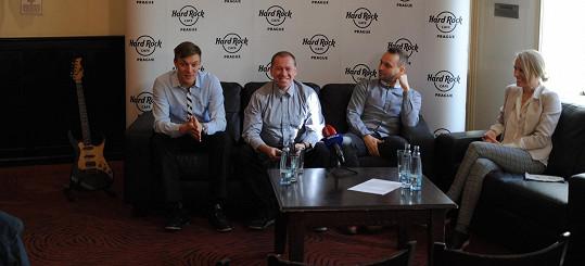 Tomáš Verner, organizátor soutěže Martin Hladík, další porotce Marek Dědík a Michaela Svobodová během tiskové konference nově vzniklé akce