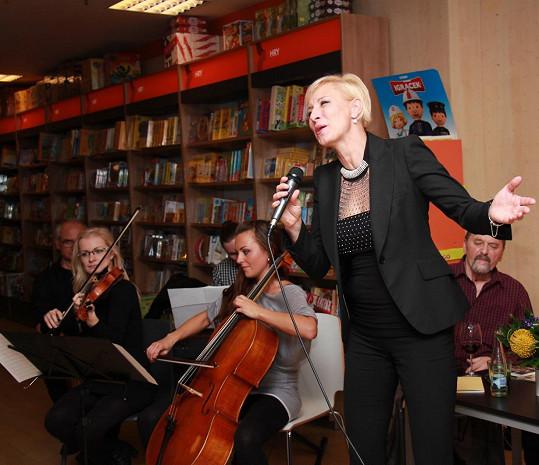 Renata Drössler samozřejmě i zazpívala.