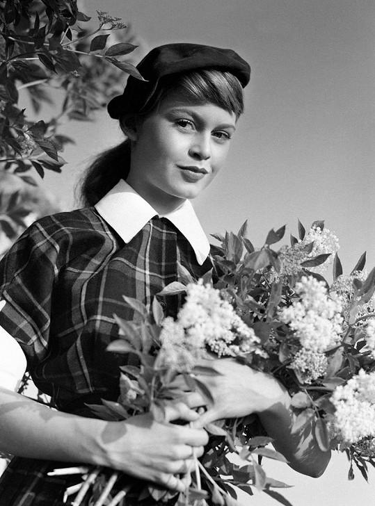 Brigitte Bardot vstoupila do světa filmu v roce 1952.