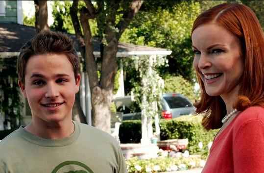 Shawn Pyfrom s Marciou Cross v seriálu Zoufalé mnanželky.