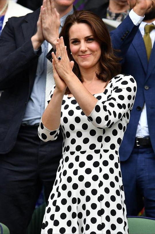 V červecni byla Kate fandit na Wimbledonu.
