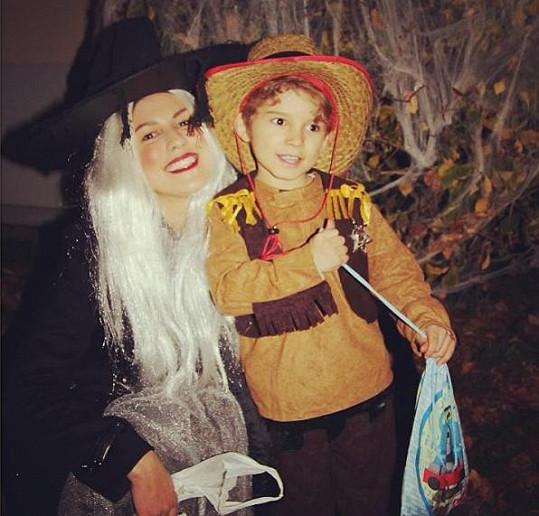 Victoria se oblékla do kostýmu kvůli svému synovi Davidovi. Zde si vzala ještě velký čarodějnický klobouk.